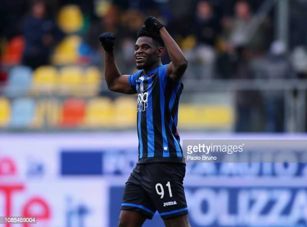 Duvan Zapata of Atalanta BC celebrates after scoring the team's fifth goal during the Serie A match between Frosinone Calcio and Atalanta BC at...