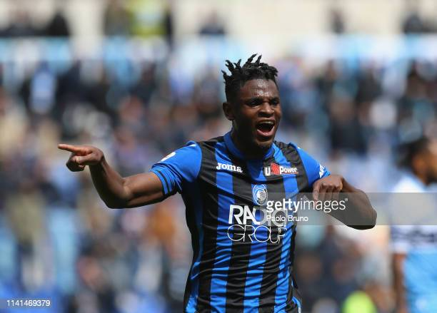 Duvan Zapata of Atalanta BC celebrates after scoring the team's first goal during the Serie A match between SS Lazio and Atalanta BC at Stadio...