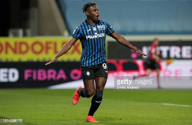 Duvan Zapata of Atalanta BC celebrates after scoring their team's fourth goal during the Serie A match between Atalanta BC and Bologna FC at Gewiss...