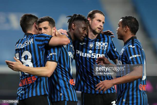 Duvan Zapata of Atalanta BC celebrates after scoring their team's fourth goal with Ruslan Malinovskyi and Luis Muriel during the Serie A match...