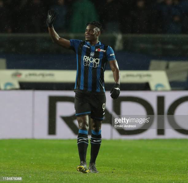 Duvan Zapata of Atalanta BC celebrates his goal during the Serie A match between Atalanta BC and Bologna FC at Stadio Atleti Azzurri d'Italia on...