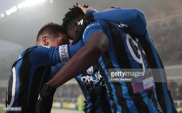 Duvan Zapata of Atalanta BC celebrates his goal with his team-mate Alejandro Gomez during the Serie A match between Atalanta BC and SPAL at Stadio...