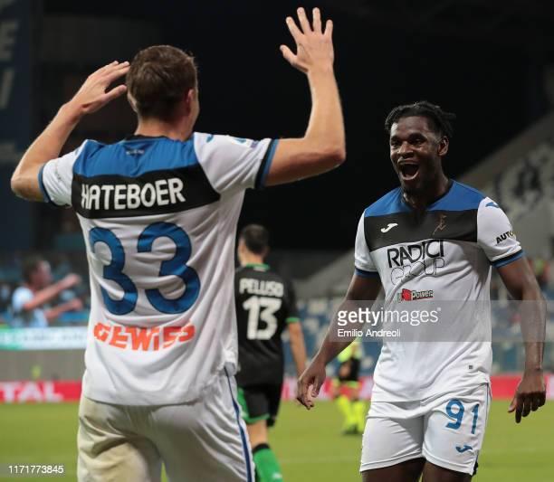 Duvan Zapata of Atalanta BC celebrates his goal with his teammate Hans Hateboer during the Serie A match between US Sassuolo and Atalanta BC at Mapei...