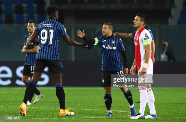 Duvan Zapata of Atalanta BC celebrates his goal with his team-mate Alejandro Dario Gomez during the UEFA Champions League Group D stage match between...