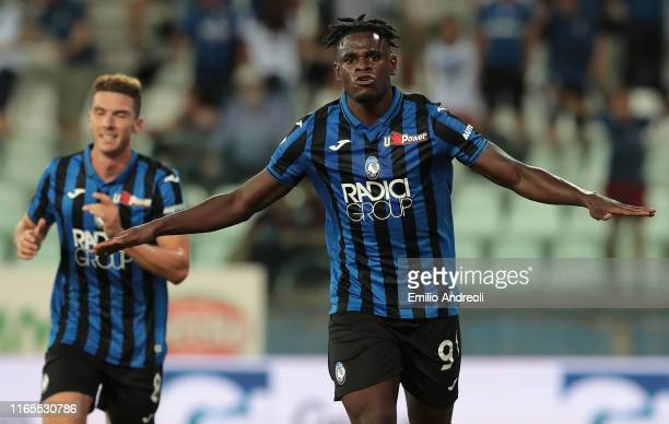 Duvan Zapata of Atalanta BC celebrates his second goal during the Serie A match between Atalanta BC and Torino FC at Stadio Ennio Tardini on...