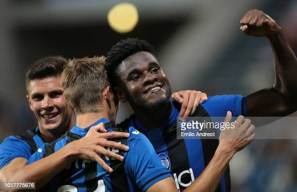 Duvan Zapata of Atalanta BC celebrates with his team-mates after scoring the opening goal during the Europa League Third Qualifying Round match...