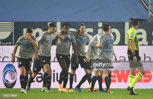 Duvan Zapata of Atalanta B.C. Celebrates with team mates after scoring their sides first goal during the Serie A match between Atalanta BC and AS...