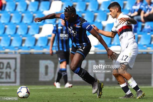 Duvan Zapata of Atalanta BC competes for the ball with Cristian Romero of Genoa CFC during the Serie A match between Atalanta BC and Genoa CFC at...