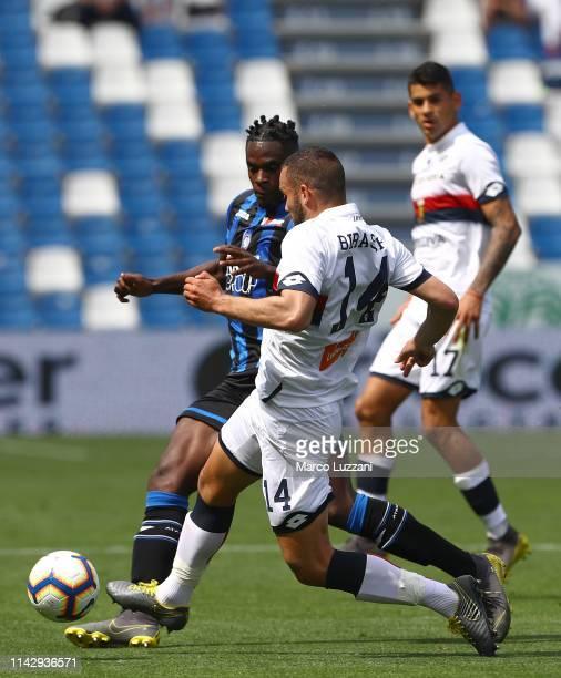 Duvan Zapata of Atalanta BC competes for the ball with Davide Biraschi of Genoa CFC during the Serie A match between Atalanta BC and Genoa CFC at...