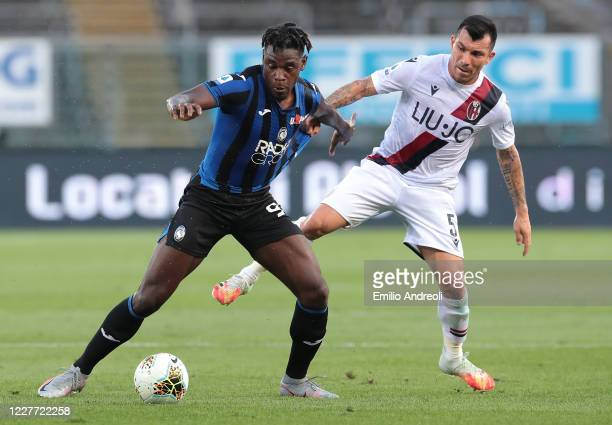 Duvan Zapata of Atalanta BC competes for the ball with Gary Medel of Bologna FC during the Serie A match between Atalanta BC and Bologna FC at Gewiss...