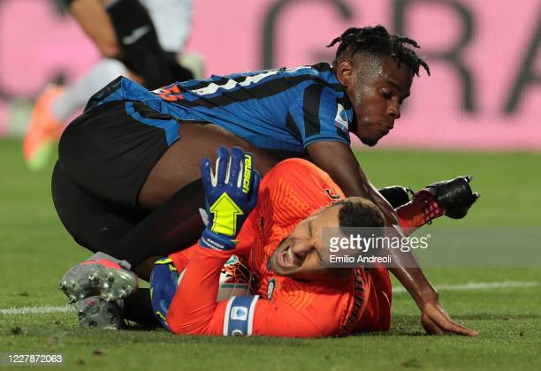 Duvan Zapata of Atalanta BC competes for the ball with Samir Handanovic of FC Internazionale during the Serie A match between Atalanta BC and FC...