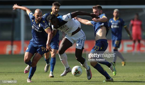 Duvan Zapata of Atalanta BC competes for the ball with Sofyan Amrabat and Alan Empereur of Hellas Verona during the Serie A match between Hellas...
