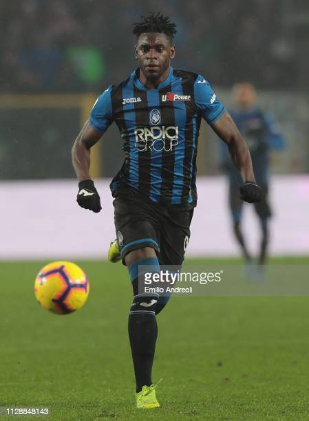 Duvan Zapata of Atalanta BC in action during the Serie A match between Atalanta BC and SPAL at Stadio Atleti Azzurri d'Italia on February 10, 2019 in...