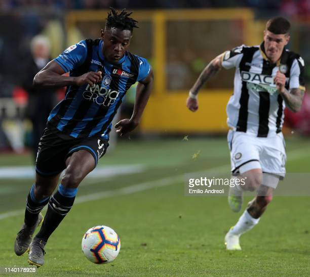 Duvan Zapata of Atalanta BC in action during the Serie A match between Atalanta BC and Udinese at Stadio Atleti Azzurri d'Italia on April 29 2019 in...