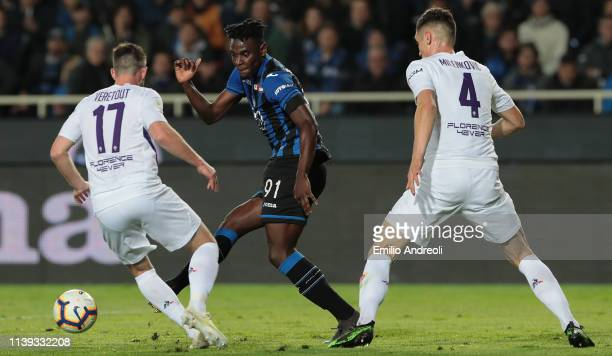 Duvan Zapata of Atalanta BC is challenged by Jordan Veretout and Nikola Milenkovic of ACF Fiorentina during the TIM Cup match between Atalanta BC and...