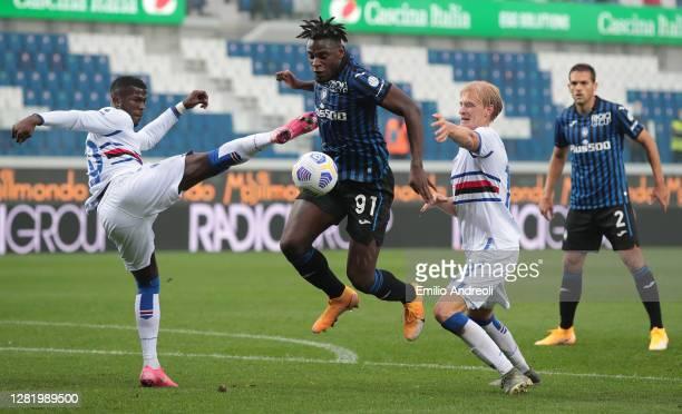Duvan Zapata of Atalanta BC is challenged by Keita Balde and Morten Thorsby of UC Sampdoria during the Serie A match between Atalanta BC and UC...