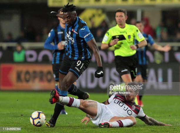 Duvan Zapata of Atalanta BC is challenged by Lyanco of Bologna FC during the Serie A match between Atalanta BC and Bologna FC at Stadio Atleti...