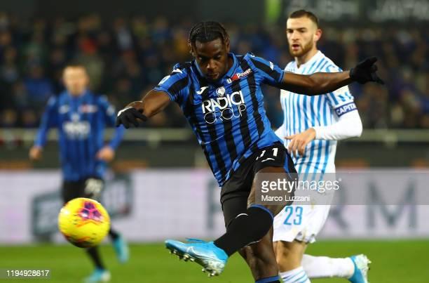 Duvan Zapata of Atalanta BC kicks a ball during the Serie A match between Atalanta BC and SPAL at Gewiss Stadium on January 20, 2020 in Bergamo,...