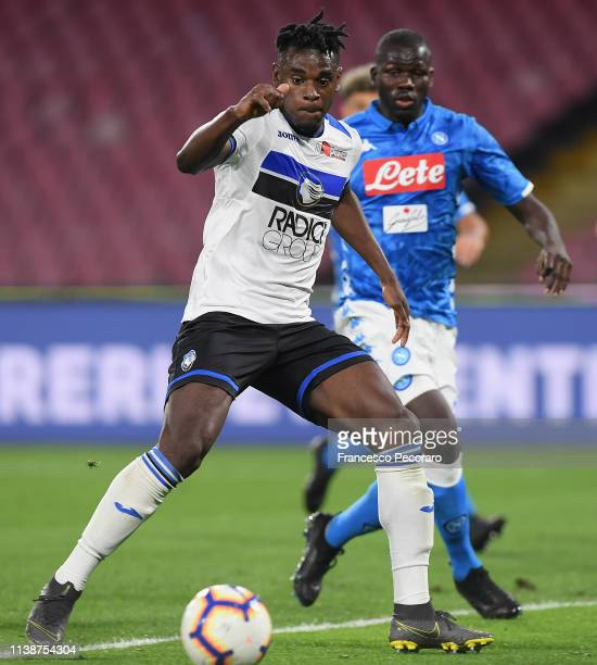Duvan Zapata of Atalanta BC scores the 11 goal during the Serie A match between SSC Napoli and Atalanta BC at Stadio San Paolo on April 22 2019 in...
