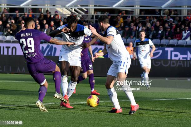 Duvan Zapata of Atalanta BC scores the goal of 11 for his side during the football match between ACF Fiorentina and Atalanta BC Atalanta BC won 21...