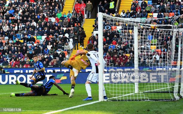 Duvan Zapata of Atalanta BC scores the opening goal during the Serie A match between Udinese and Atalanta BC at Stadio Friuli on December 9 2018 in...