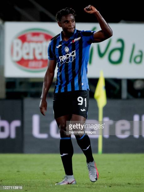 Duvan Zapata of Atalanta Bergamo celebrates 4-1 during the Italian Serie A match between Atalanta Bergamo v Brescia at the Stadio Atleti Azzurri d...