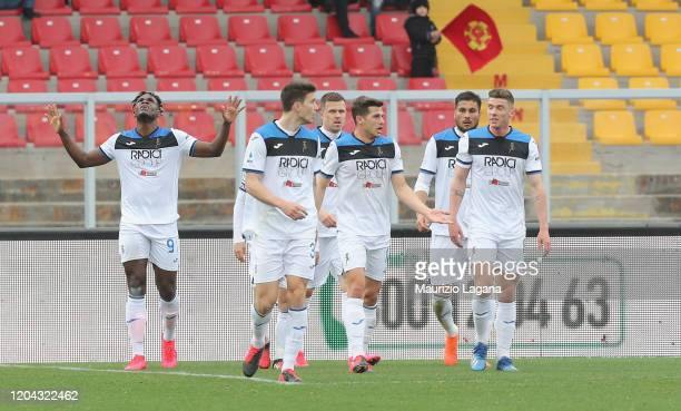 Duvan Zapata of Atalanta celebrates after scores his team's second goal during the Serie A match between US Lecce and Atalanta BC at Stadio Via del...