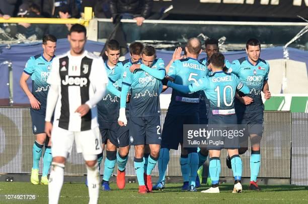 Duvan Zapata of Atalanta celebrates after scoring the equalizing goal during the Serie A match between Atalanta BC and Juventus at Stadio Atleti...