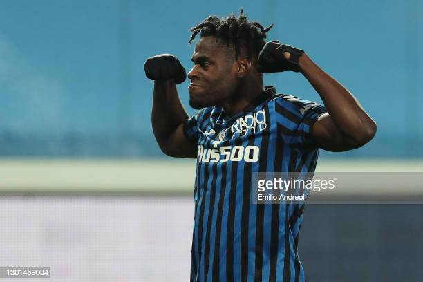 Duvan Zapata of Atalanta celebrates after scoring their side's first goal during the Coppa Italia match between Atalanta BC and SSC Napoli at Gewiss...
