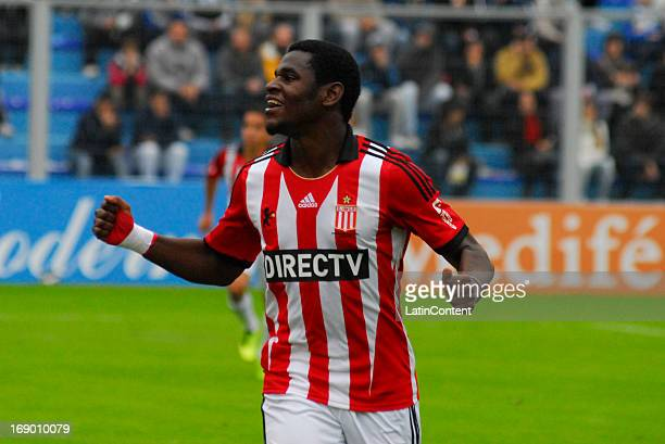 Duvan Zapata of Estudiantes de La Plata celebrates a goal during a match between Atletico Rafaela and Estudiantes de La Plata as part of the Torneo...