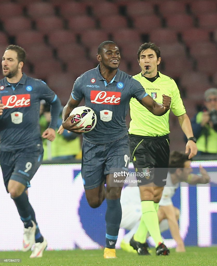 Duvan Zapata of Napoli celebrates the equalizing goal during the Serie A match between SSC Napoli and Atalanta BC at Stadio San Paolo on March 22, 2015 in Naples, Italy.
