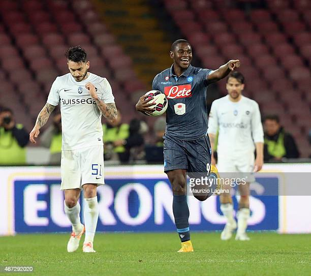 Duvan Zapata of Napoli celebrates the equalizing goal during the Serie A match between SSC Napoli and Atalanta BC at Stadio San Paolo on March 22...