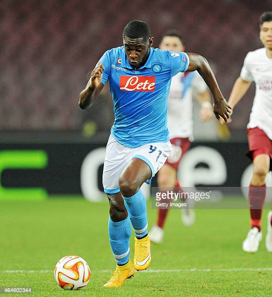 Duvan Zapata of Napoli in action during the UEFA Europa League Round of 32 football match between SSC Napoli and Trabzonspor AS at the San Paolo...