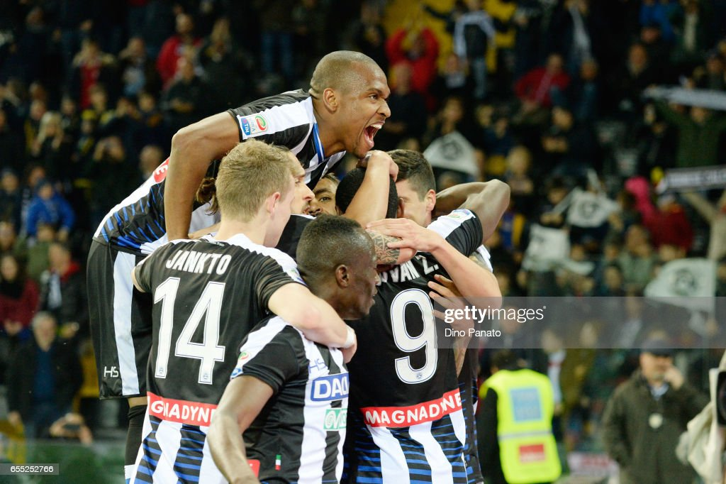 Duvan Zapata (C) of Udinese Calcio celebrates with his team mates after scoring his teams second goal during the Serie A match between Udinese Calcio and US Citta di Palermo at Stadio Friuli on March 19, 2017 in Udine, Italy.
