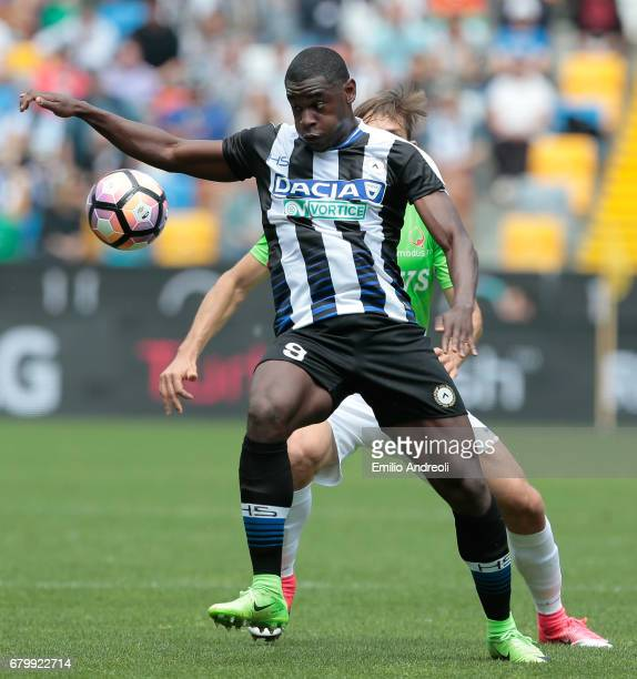 Duvan Zapata of Udinese Calcio controls the ball during the Serie A match between Udinese Calcio and Atalanta BC at Stadio Friuli on May 7 2017 in...