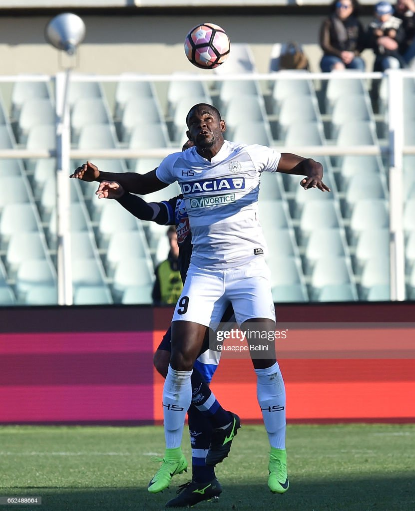 Duvan Zapata of Udinese Calcio in action during the Serie A match between Pescara Calcio and Udinese Calcio at Adriatico Stadium on March 12, 2017 in Pescara, Italy.