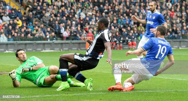 Duvan Zapata of Udinese Calcio scores his opening goal during the Serie A match between Udinese Calcio and Juventus FC at Stadio Friuli on March 5...
