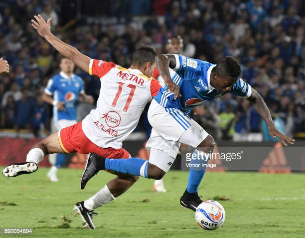Duvier Riascos of Millonarios fights for the ball with Anderson Plata of Independiente Santa Fe during the first leg match between Millonarios and...