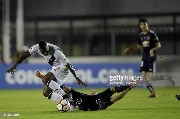 Duvier Riascos of Vasco da Gama struggles for the ball with Felipe Seymour of Universidad de Chile during a Group Stage match between Vasco and...