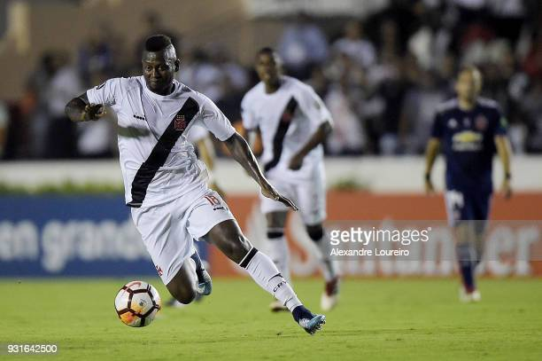 Duvier Riascosof Vasco da Gama runs with the ball during a Group Stage match between Vasco and Universidad de Chile as part of Copa CONMEBOL...