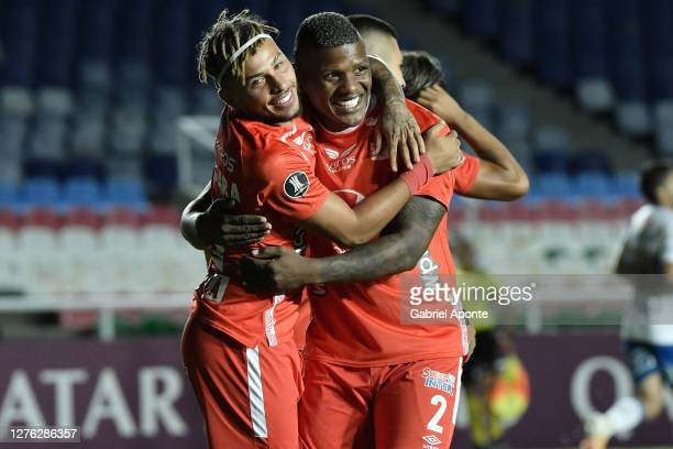 Duván Vergara of America de Cali celebrates with teammate Marlon Torres after scoring the first goal of his team during a group E match of Copa...