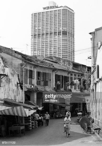Duxton Rd before residents and traders are relocated in September 1983 and conservation status conferred upon the old shophouses in 1989 Chinatown...