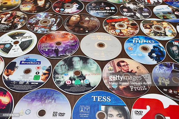 dvds on a table - neat video stock pictures, royalty-free photos & images