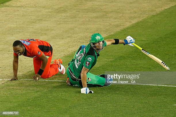 Dwayne Bravo of the Melbourne Renegades and Kevin Pietersen of the Melbourne Stars collide during the Big Bash League match between the Melbourne...