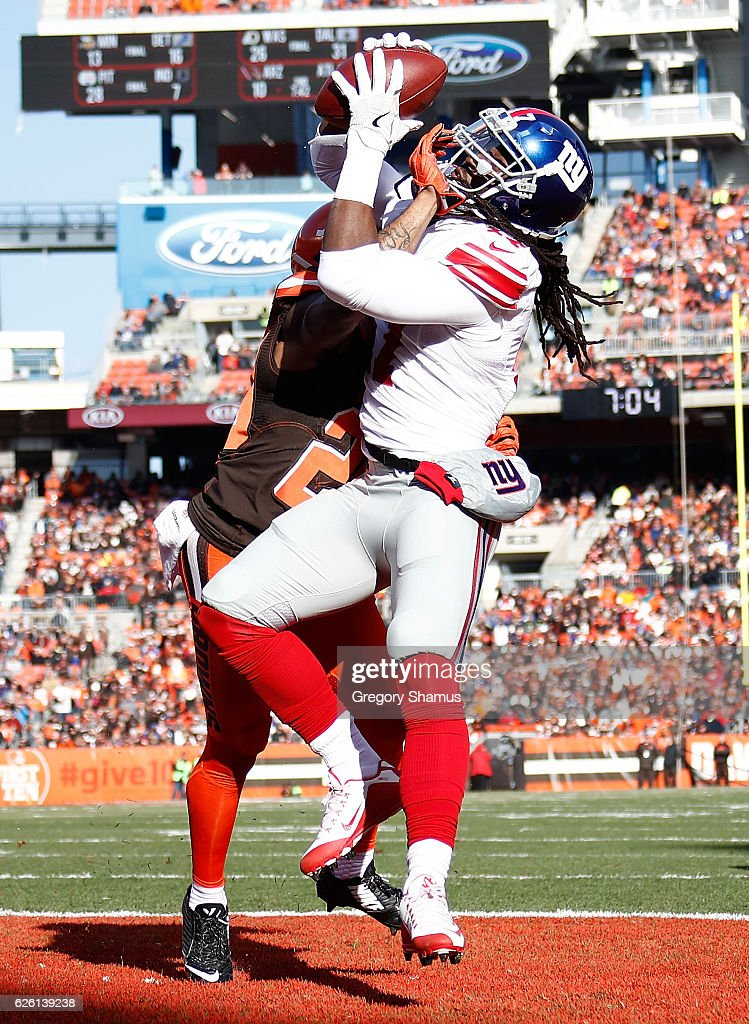 Dwayne Harris #17 of the New York Giants makes a touchdown catch in front of Briean Boddy-Calhoun #20 of the Cleveland Browns during the second quarter at FirstEnergy Stadium on November 27, 2016 in Cleveland, Ohio.