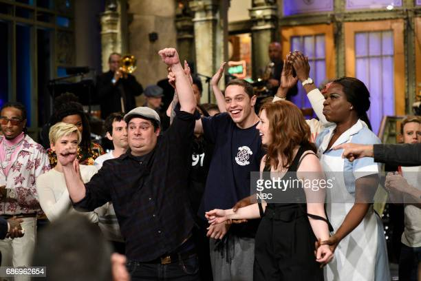 LIVE 'Dwayne Johnson' Episode 1725 Pictured Bobby Moynihan Pete Davidson Vanessa Bayer Leslie Jones during 'Goodnights Credits' in Studio 8H on May...