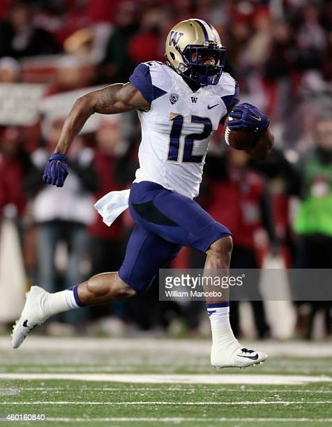 Dwayne Washington of the Washington Huskies carries the ball for a touchdown against the Washington State Cougars in the first quarter of play during...