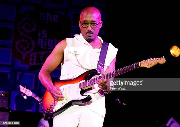 Dwayne Wiggins of Tony Toni Toné peforms onstage after the Agents Power Panel during Day 3 of the IEBA 2014 Conference on September 29 2014 in...