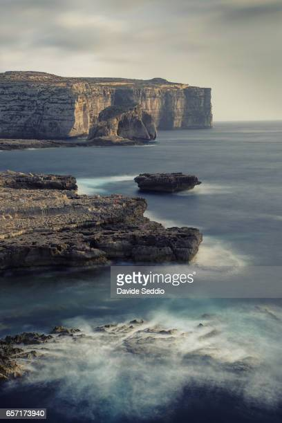 dwejra bay and fungus rock, gozo - dwejra stock-fotos und bilder