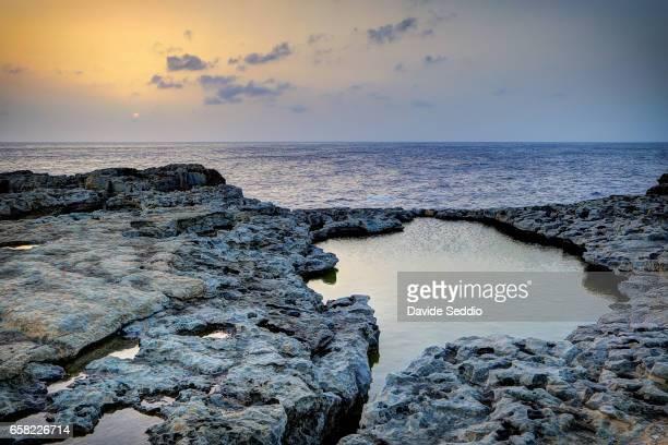 dwejra bay, rock formation, malta - dwejra stock-fotos und bilder